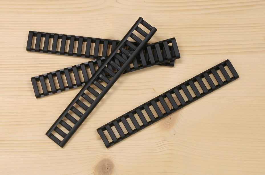 P60-BK   Krytka picatiny lišty - žebřík - černá (4 ks)